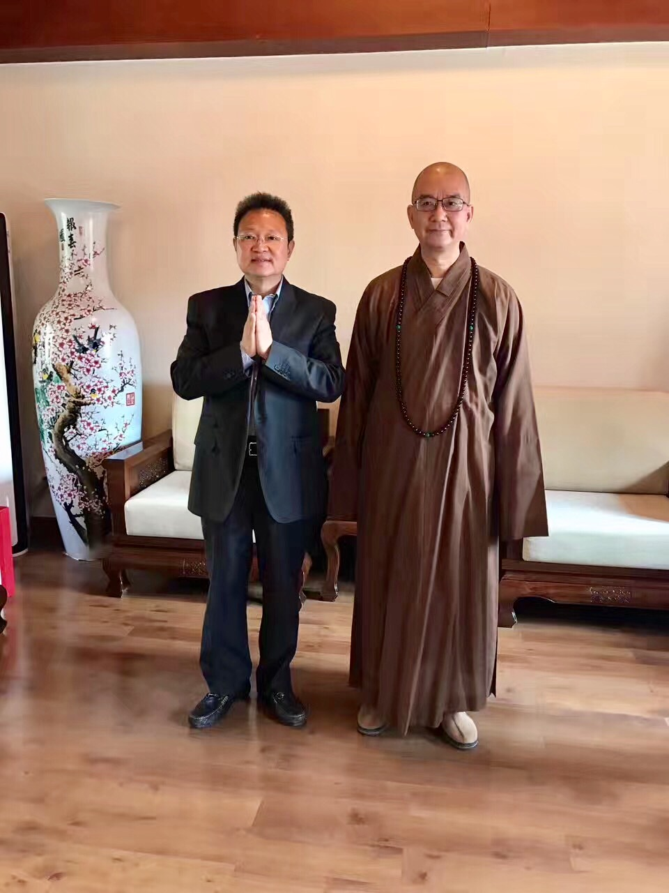 Mr. Shi (left) with the chairman of Chinese Buddhist Association, Venerable Xuecheng Shi