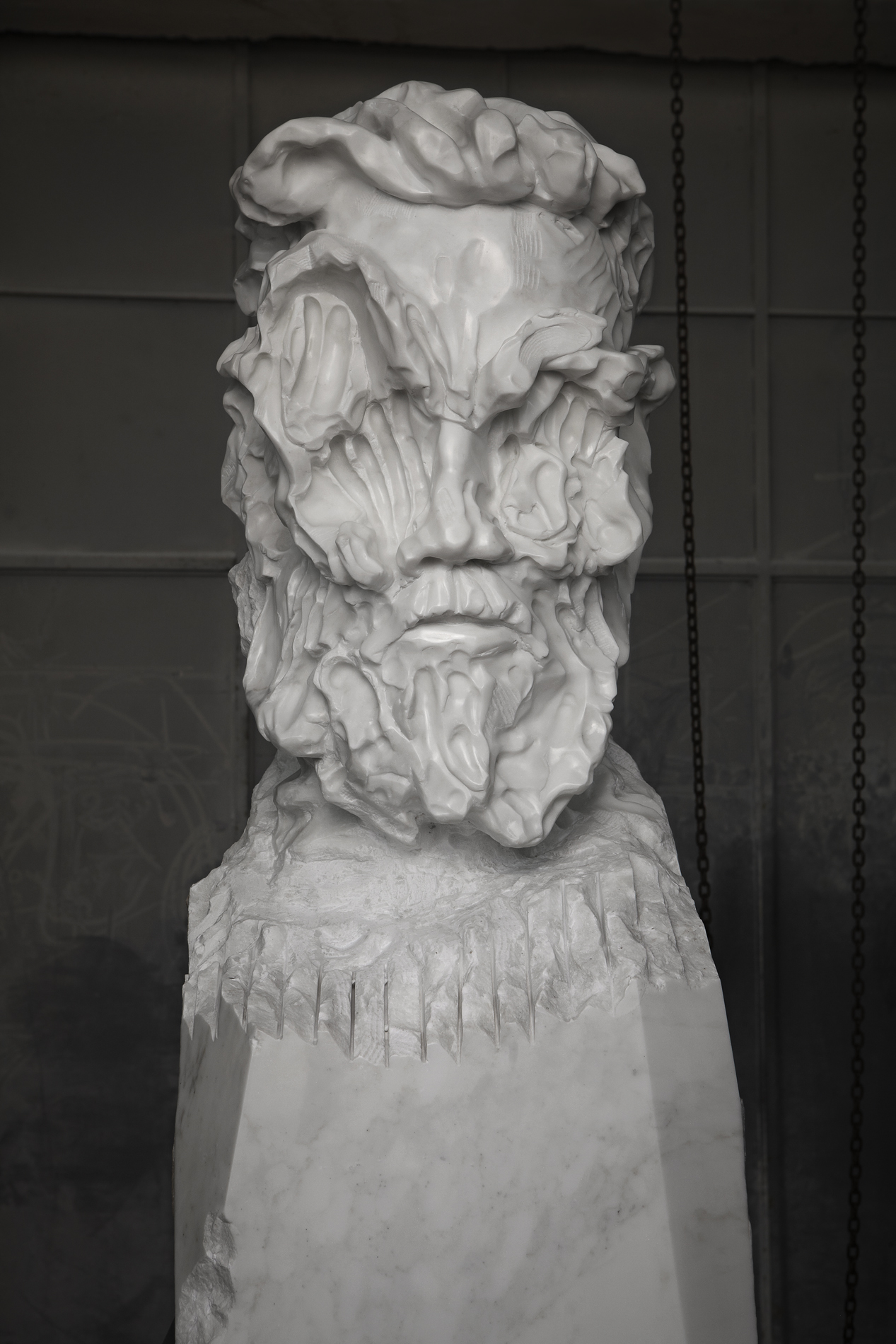 Bearded Man Statuario close up 02 closed lev.jpg