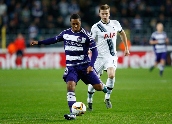 BRUSSELS, BELGIUM - OCTOBER 22: Youri Tielemans of Anderlecht is closed down by Eric Dier of Spurs during the UEFA Europa League Group J match between RSC Anderlecht and Tottenham Hotspur FC at the Constant Vanden Stock Stadium on October 22, 2015 in Brussels, Belgium. (Photo by Dean Mouhtaropoulos/Getty Images)