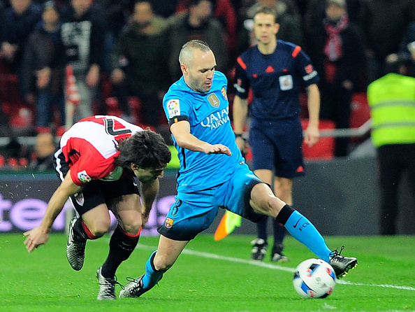 Barcelona's midfielder Andres Iniesta (R) vies with Athletic Bilbao's midfielder Benat Etxebarria during the Spanish Copa del Rey (King's Cup) football match Athletic Club de Bilbao vs FC Barcelona. (Photo by ANDER GILLENEA/AFP/Getty Images)