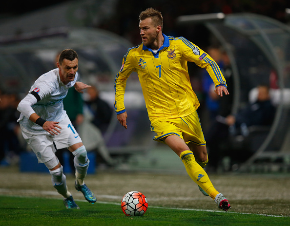 MARIBOR, SLOVENIA - NOVEMBER 17: Andriy Yarmolenko of Ukraine skips past Valter Birsa of Slovenia during the UEFA EURO 2016 qualifier play-off second leg match between Slovenia and Ukraine at Ljudski Vrt Stadium on November 17, 2015 in Maribor, Slovenia. (Photo by Laurence Griffiths/Getty Images)