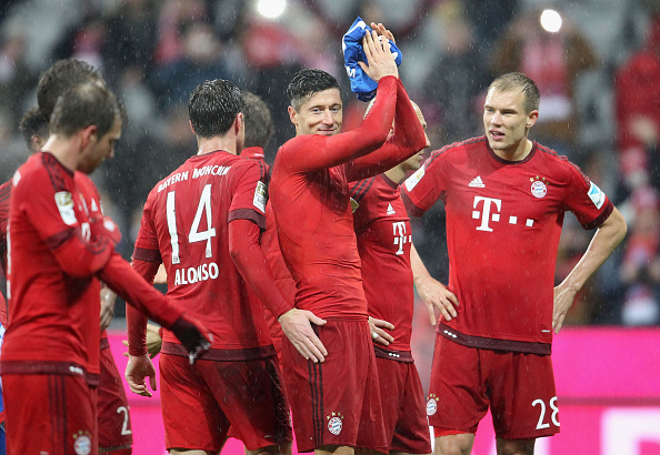 MUNICH, GERMANY - JANUARY 31: Robert Lewandowski (C) of Bayern Muenchen and his teammates celebrate their team's victory of the Bundesliga match between FC Bayern Muenchen and 1899 Hoffenheim at Allianz Arena on January 31, 2016 in Munich, Germany. (Photo by A. Beier/Getty Images for FC Bayern)