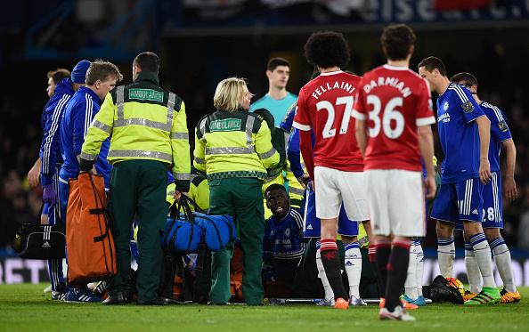 LONDON, ENGLAND - FEBRUARY 07: Paramedics and players surround Kurt Zouma of Chelsea after picking up an injury during the Barclays Premier League match between Chelsea and Manchester United at Stamford Bridge on February 7, 2016 in London, England. (Photo by Paul Gilham/Getty Images)