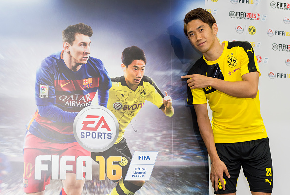 Kagawa was voted to appear on the cover of FIFA 16 in Japan. (Photo via Getty Images)
