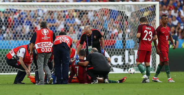 Ronaldo suffered an injury setback early on as Payet's challenge proved more than what the Portuguese skipper could take.   (Photo by Foto Olimpik/NurPhoto via Getty Images)