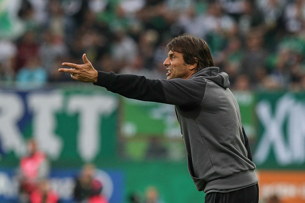 Conte handing out instructions very nicely during Chelsea's pre-season friendly against Rapid Vienna.  (Photo by Matej Divizna/Getty Images)