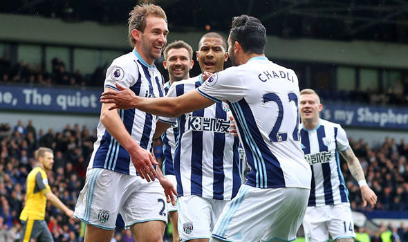 Lowly West Brom dealt Arsenal's top 4 hopes a major blow Saturday morning. (PHOTO CREDIT: Getty Images.)