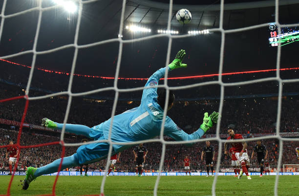 Vidal skies his penalty against Real Madrid. (Photo by Matthias Hangst/Bongarts/Getty Images)