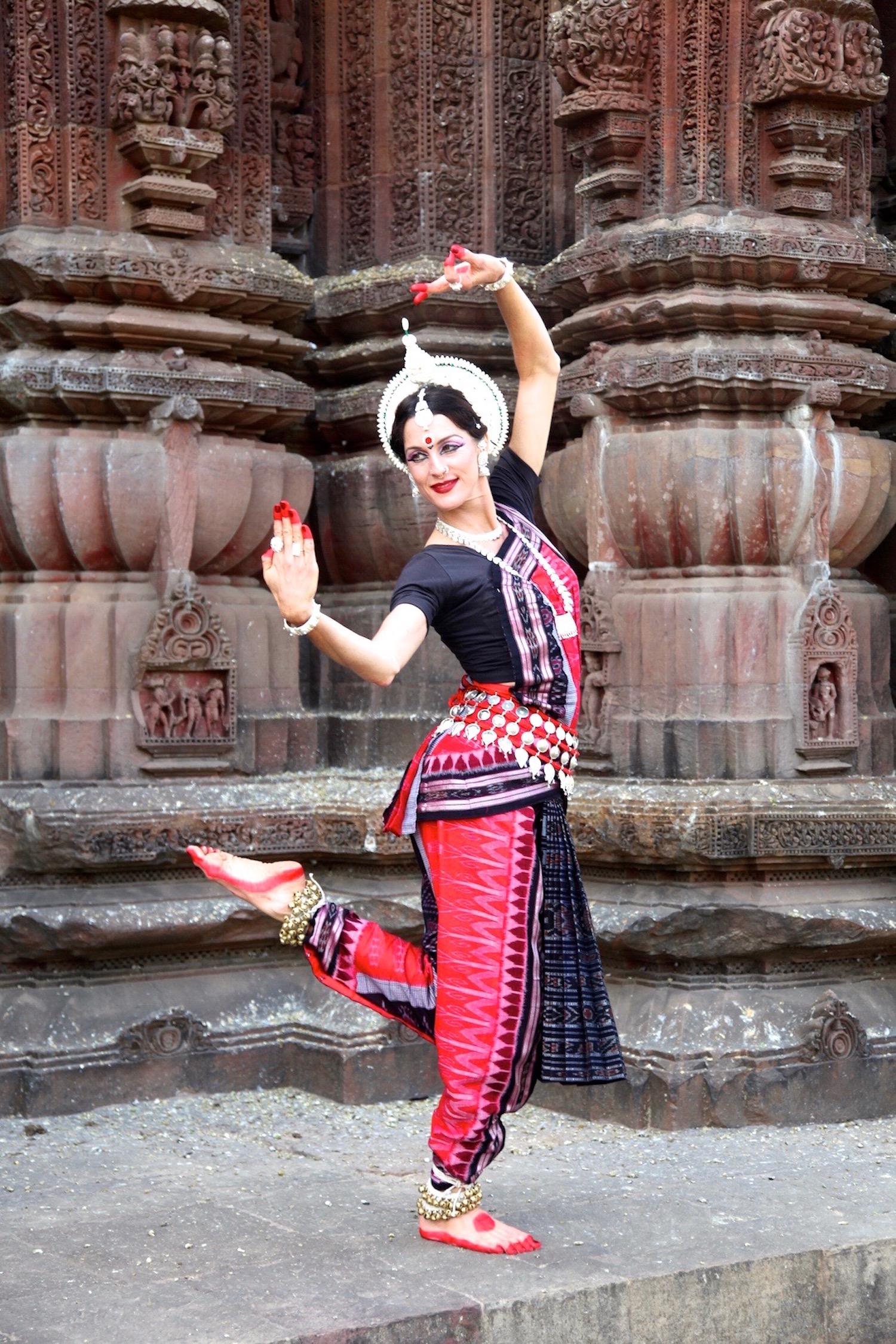 Tenley in Rajarani Mandir, 2014