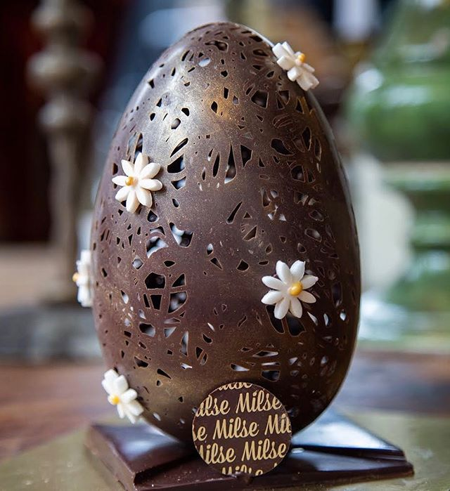Easter in other parts of the globe is a springtime affair. So we're bringing the spring to our autumn with the Daisy and Lace Easter egg. Dark chocolate lace shell | Fondant daisies | All round wonder. This divine egg is accompanied by a sweet little 2 pack chocolate box - truffle and salted caramel bonbon.  #milse #hipgrouplife #easter #chocolate