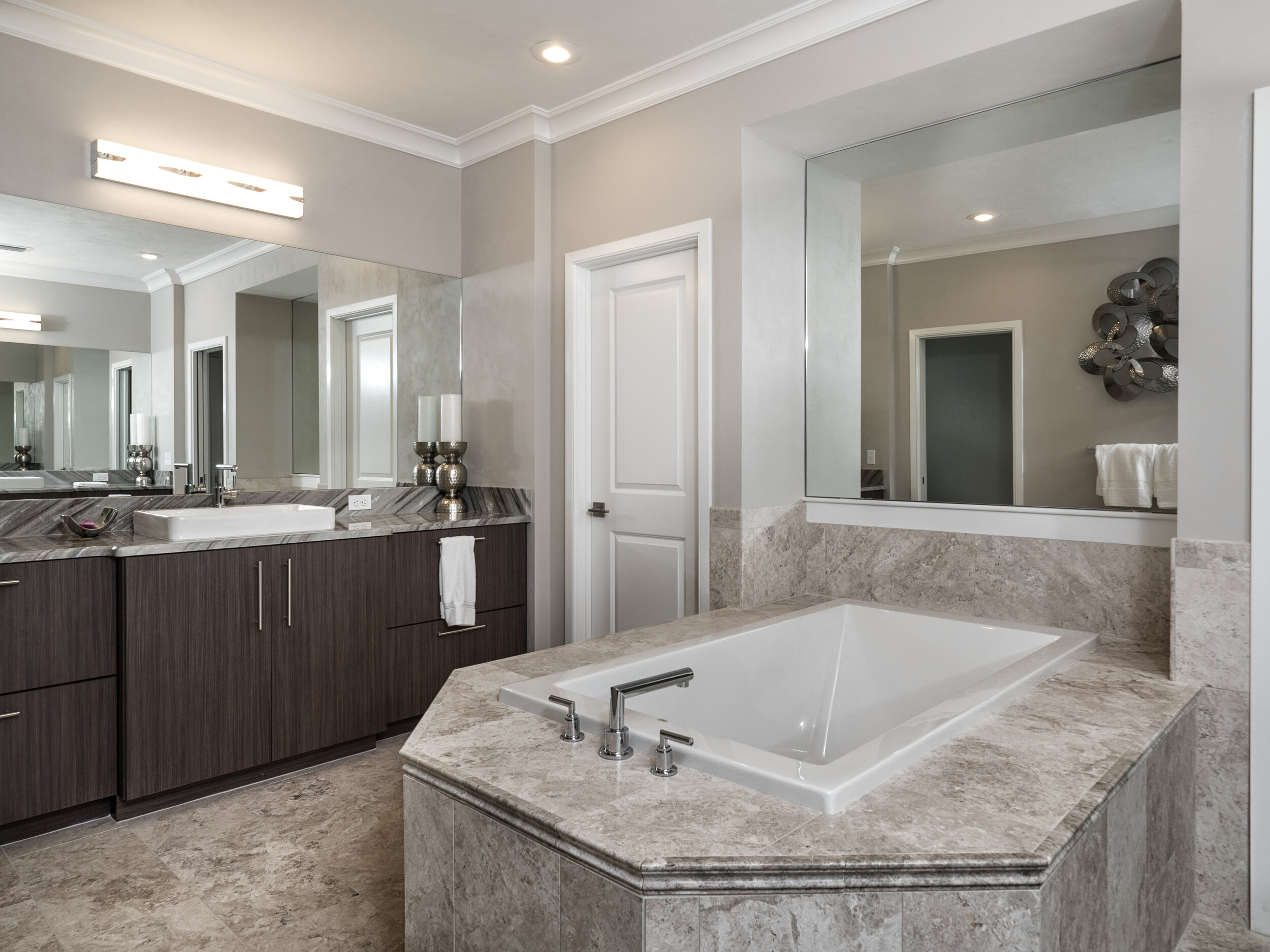 Tommy Waters bath tub and sink faucets.jpg