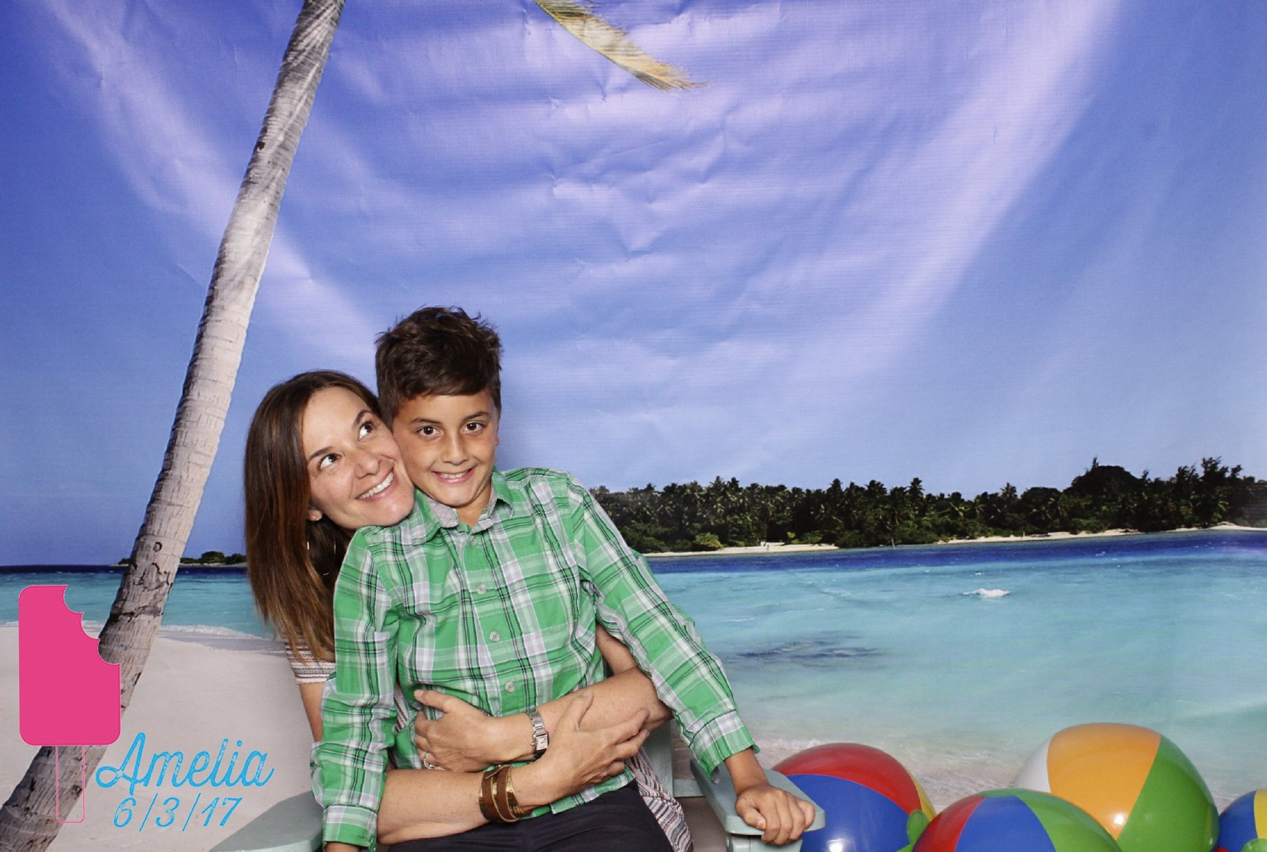 mom_and_son_beach_photo_booth