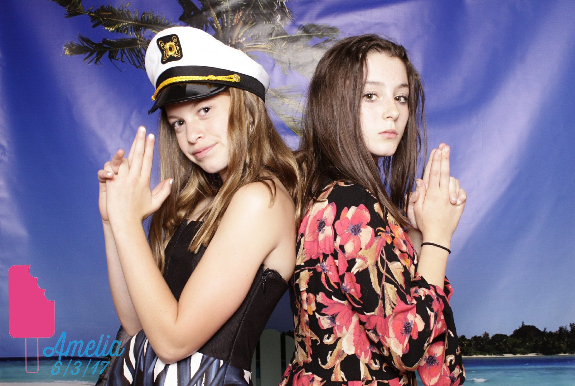 Friends_Beach_photo_booth