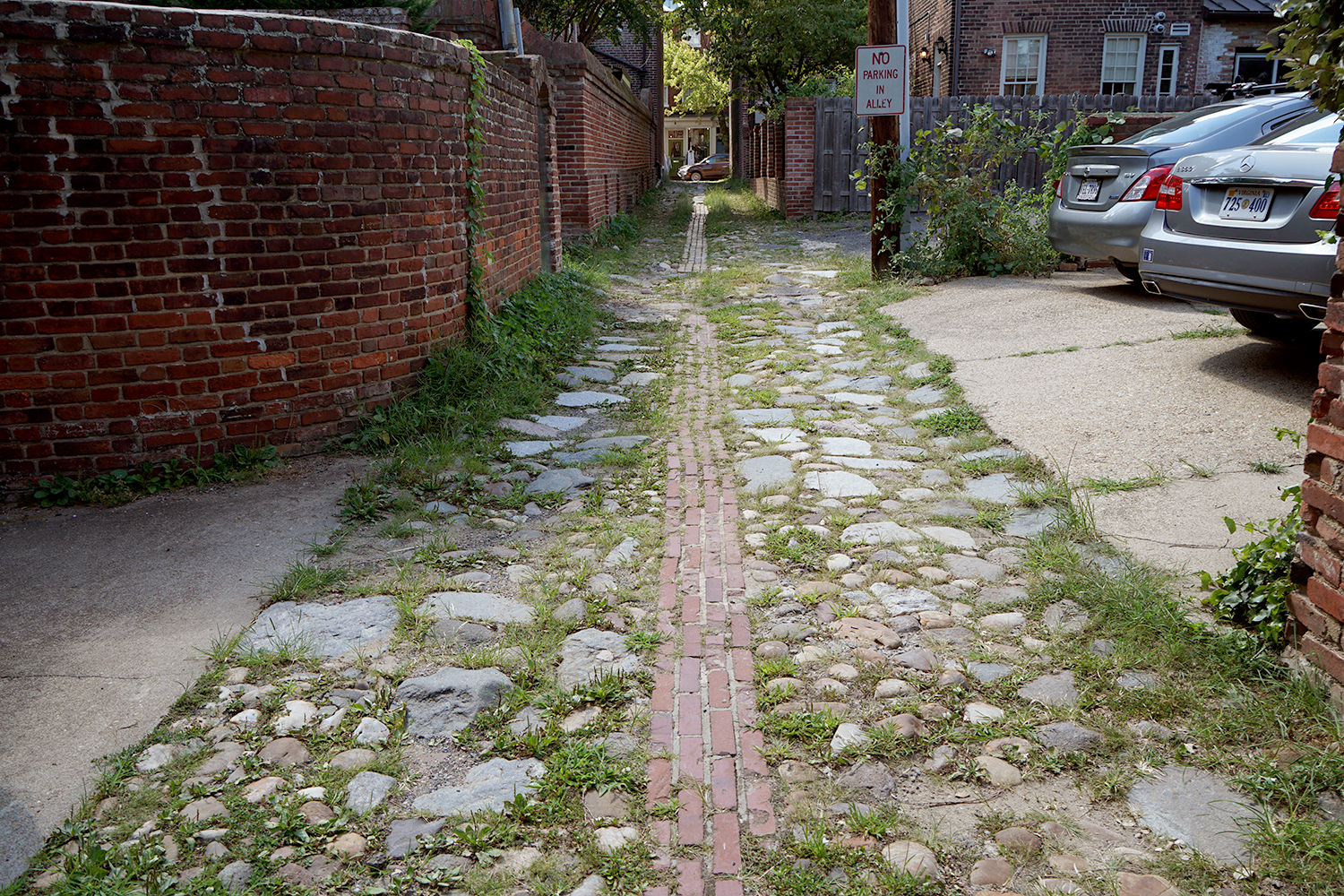 Wales Alley west of Lee St.