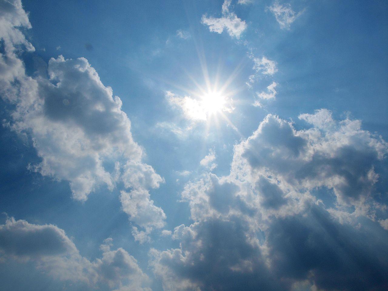 1280px-Sun-in-the-sky.jpg