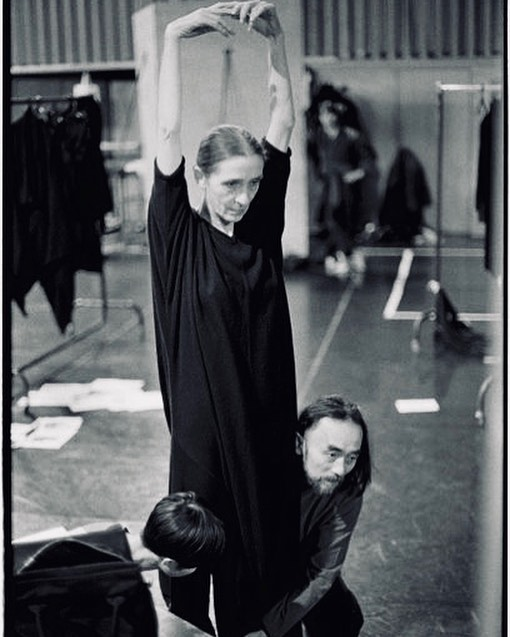 #pinabausch and #yohjiyamamoto is just too much of an awesome pair with their androgynous beauty and geometrical romanticism 🖤Eternal radicalism in #fashion and #dance #danceandfashion
