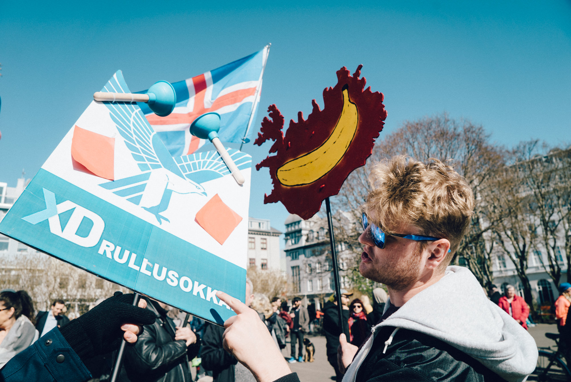 wrenee-iceland-part-1-reykjavik-protest-5.jpg