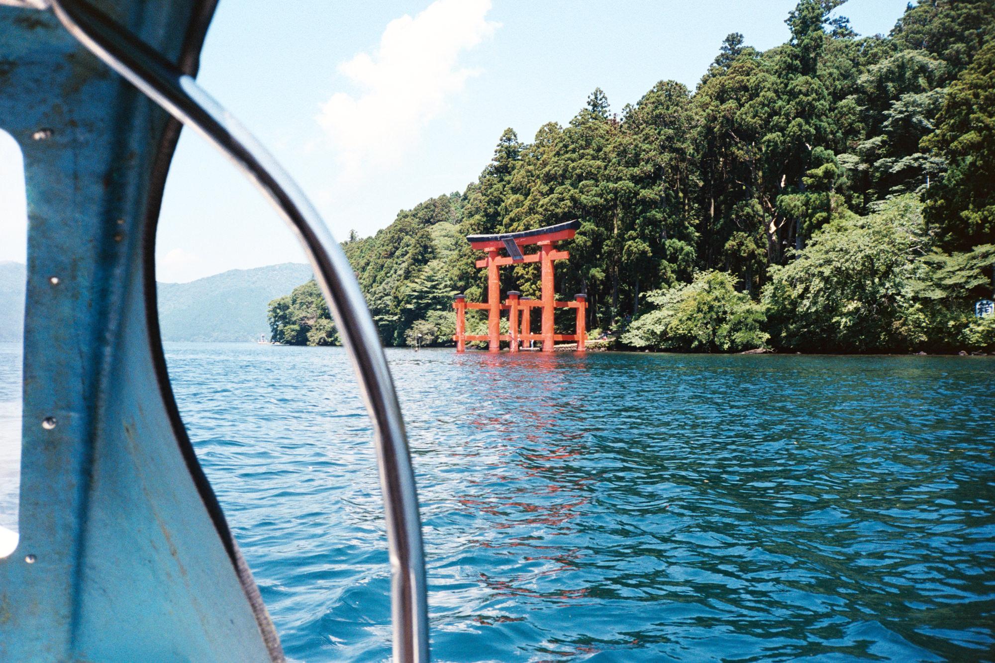wrenee-hakone-japan-lake-ashi-swan-boats-14.jpg