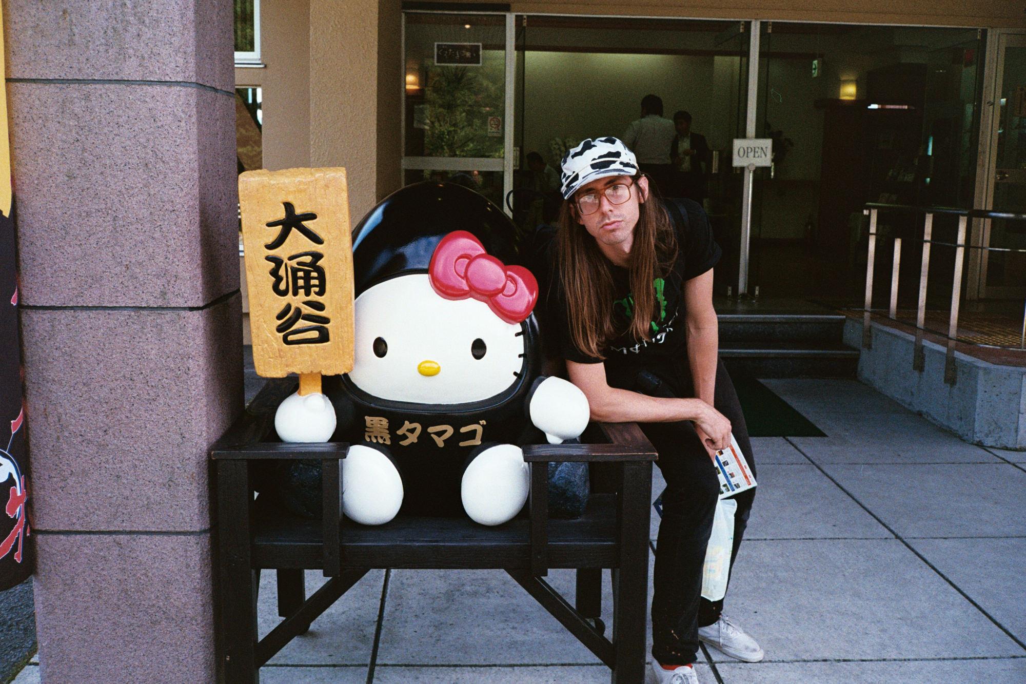 wrenee-hakone-japan-black-eggs-hello-kitty-4.jpg