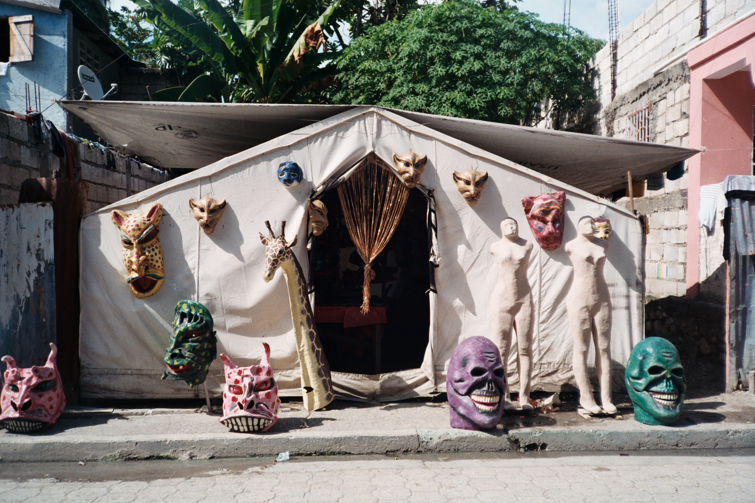 Jacmel is Haiti's capital of artists. Here there are many galleries and shops selling paintings, handicrafts, and paper maché sculptures.