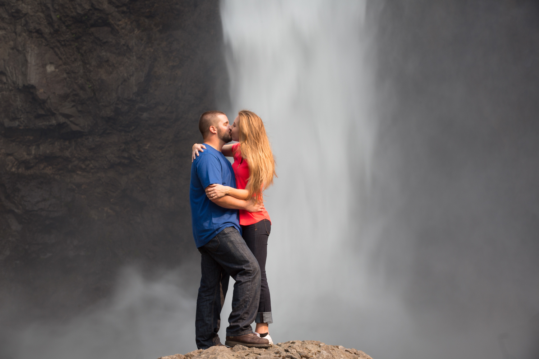 Engagement+Photos+Snoqualmie+Falls+Washington+07.jpg