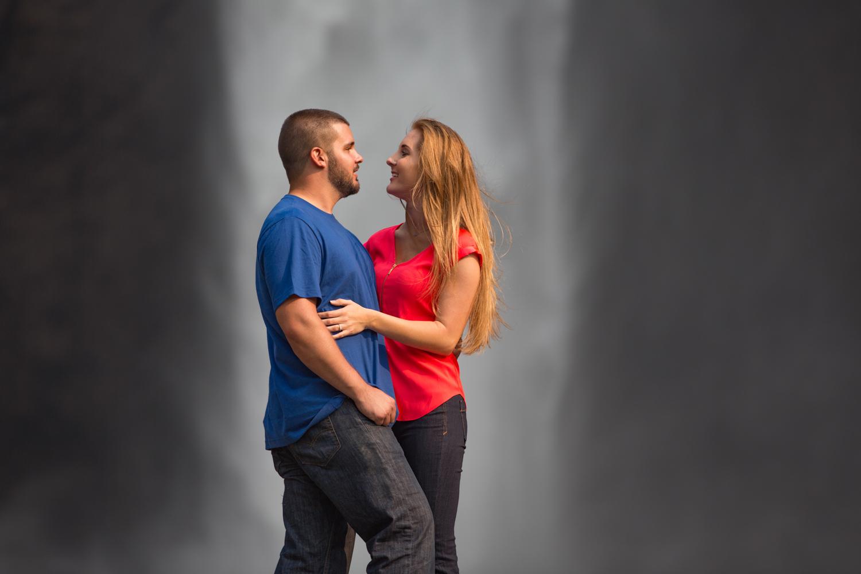 Engagement+Photos+Snoqualmie+Falls+Washington+09.jpg
