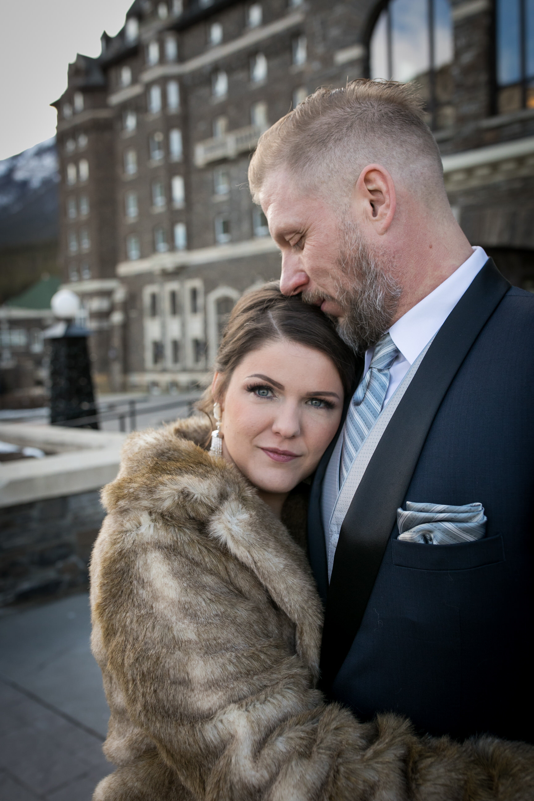 Fairmont Banff Springs Hotel Wedding Photos in the courtyard