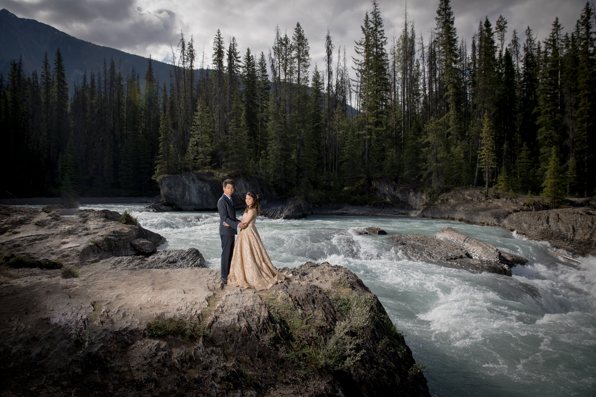 Wedding and Engagement Photos Natural Bridge in Emerald lake