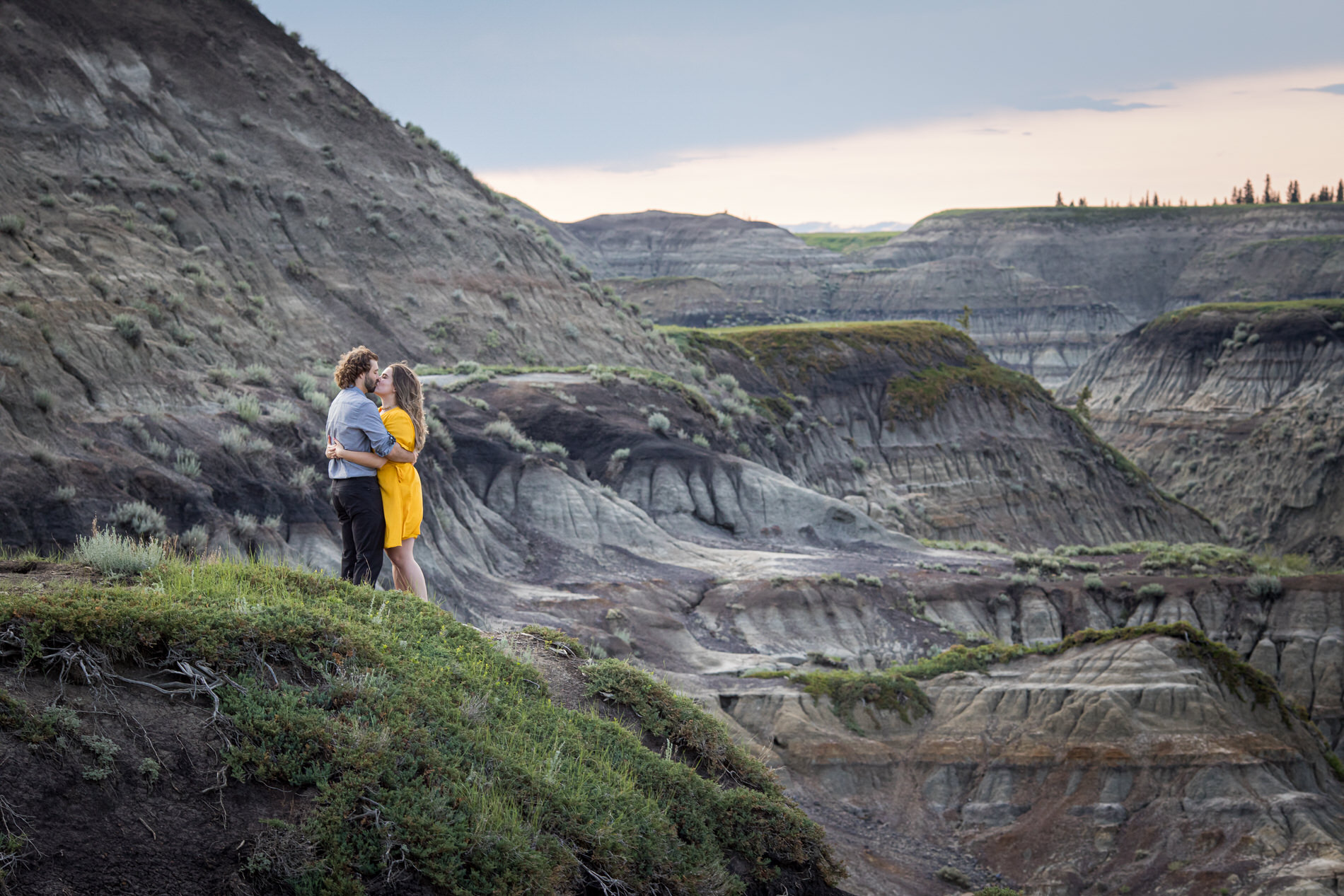 Engagement Photos Horseshoe Canyon Alberta