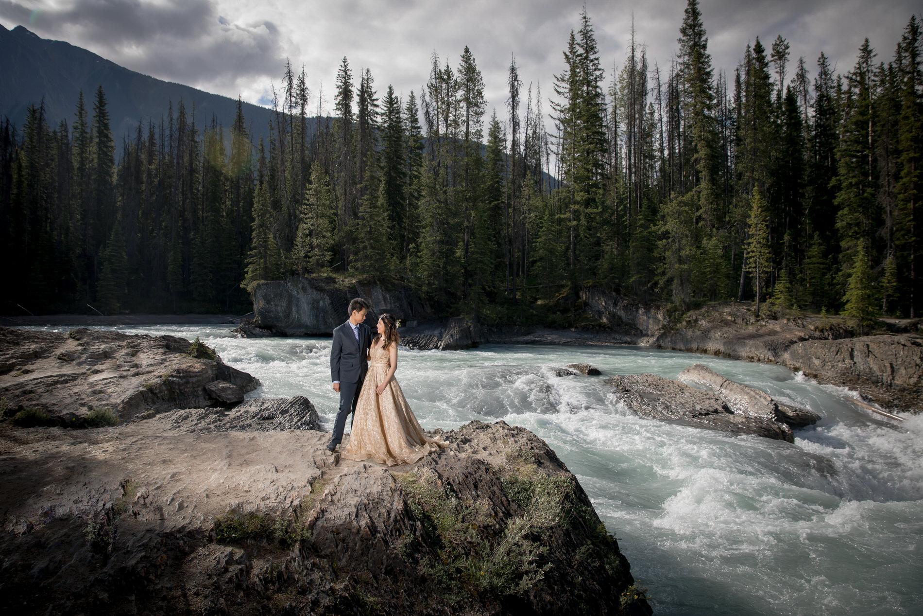 Engagement Photo Natural Bridge in Emerald lake