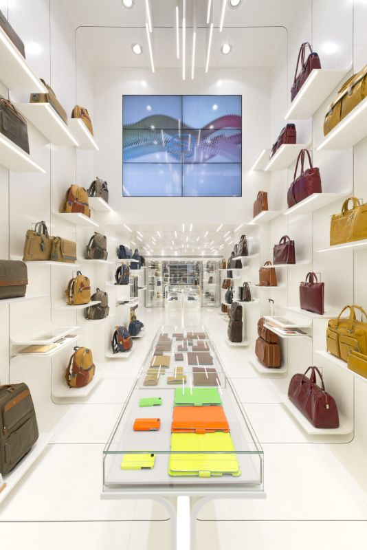 shop (videowall side)_534x800.jpg