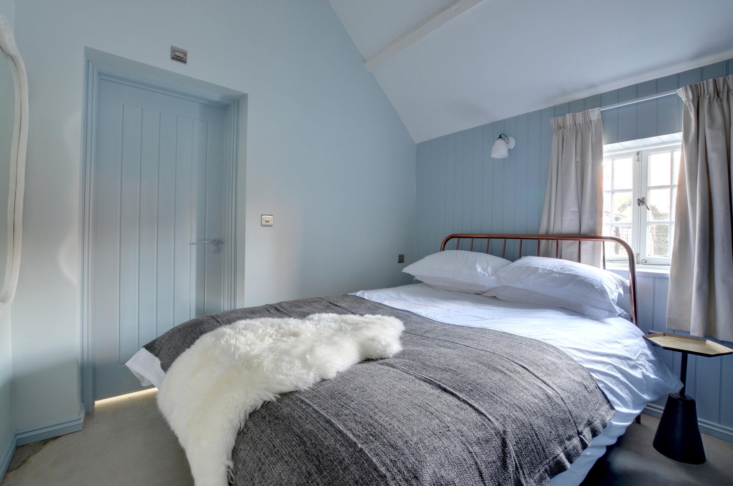 CT013 - Bedroom - view 3.jpg