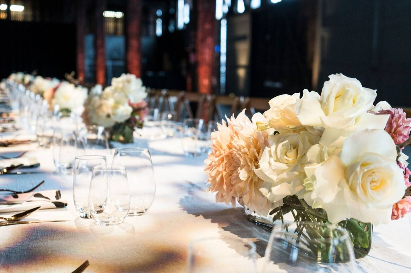 Floral-centrepiece-private-dinner-event