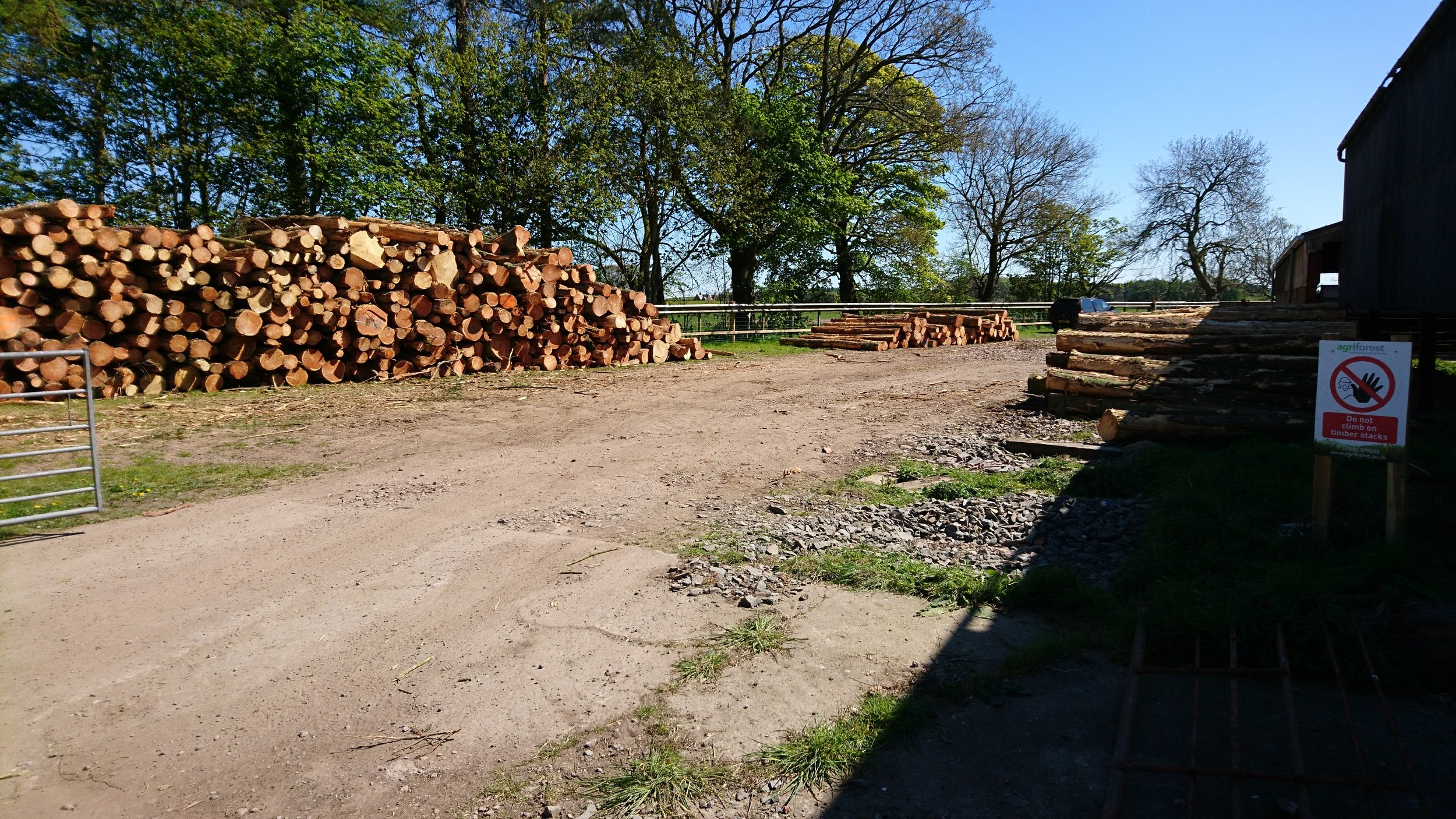FARM YARD STACKING AREA FOR A SMALL 150 TONNE CLEAR FELL IN DUMFRIES & GALLOWAY