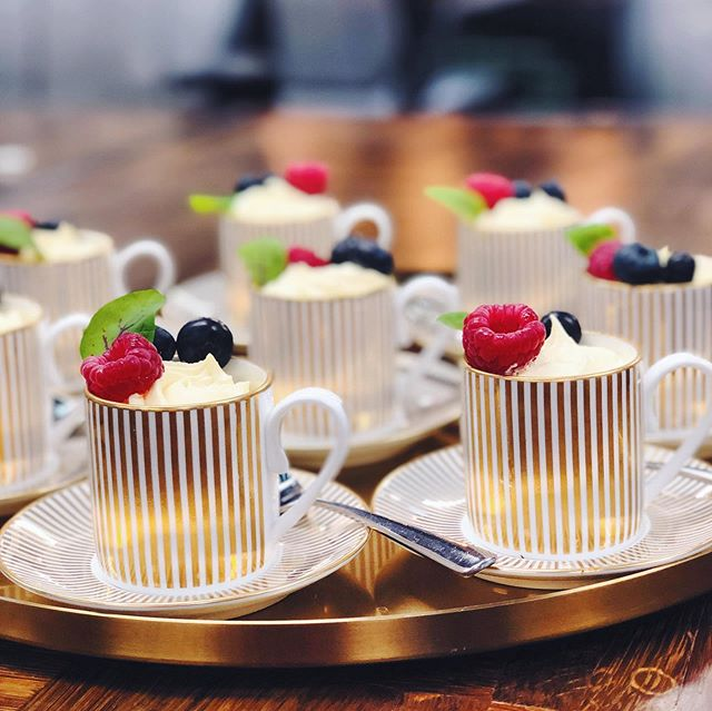 L O N D O N  C U P  T R I F L E S for our event with @sipsmith last night ❤️🍸 . . . #sipsmith #peardrop #canapes #dessert #londoncup #espresso #partyfood #gin #ginspiration #raffles #party #event #trifle #summerberries #espressocup #pudding