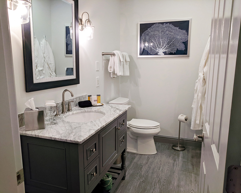 The-Whalers-Inn-bathroom.jpg