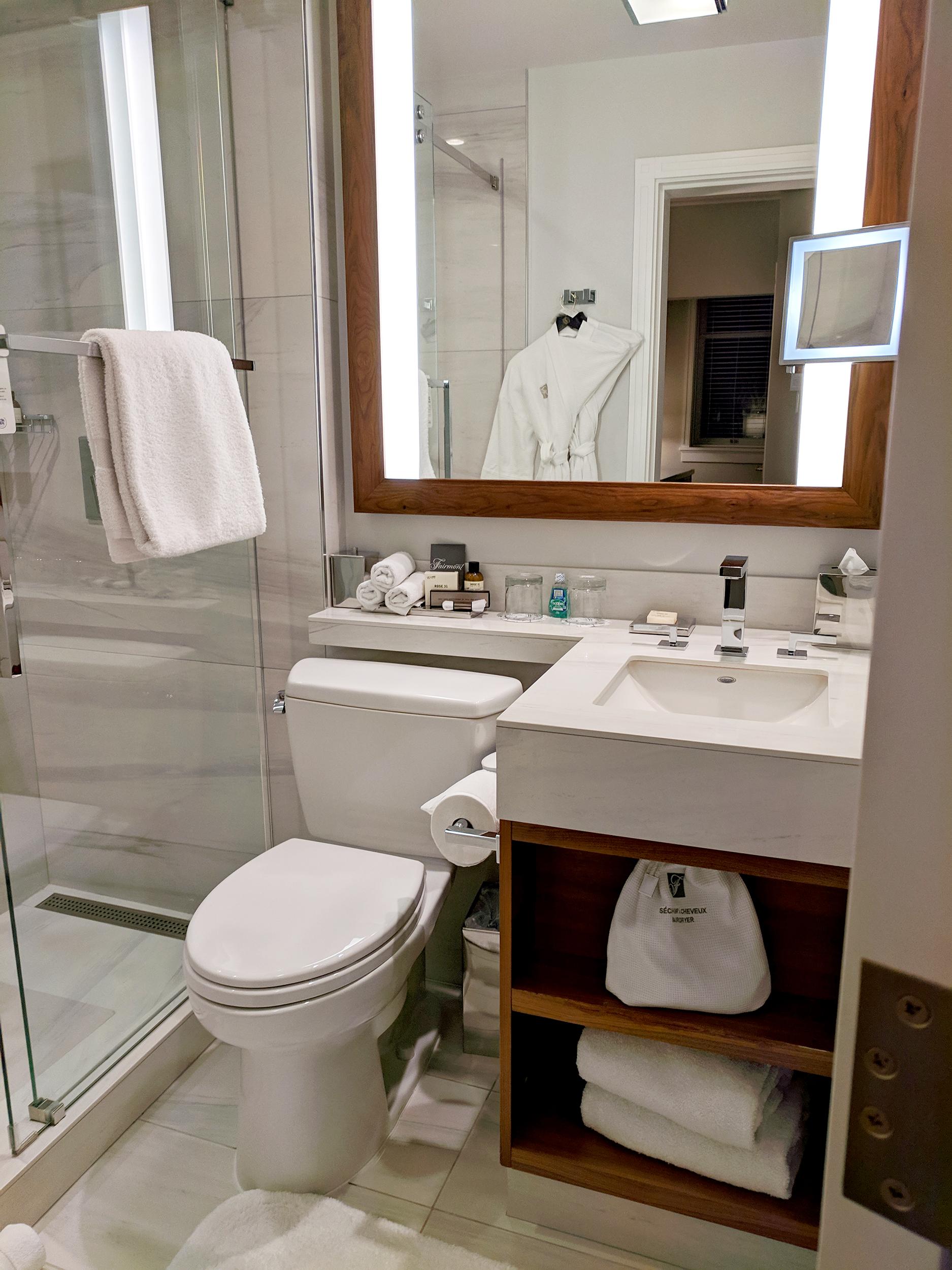 Fairmont Empress bathroom