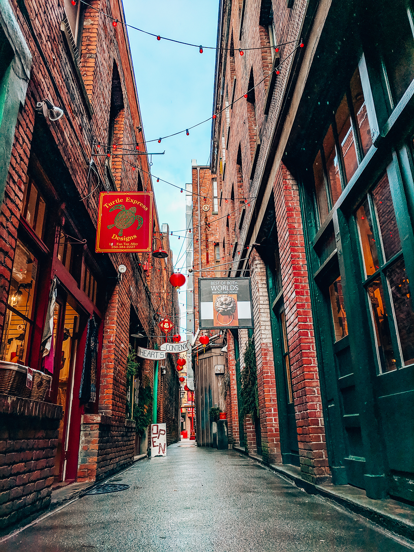 Victoria-Fan-Tan-Alley.jpg