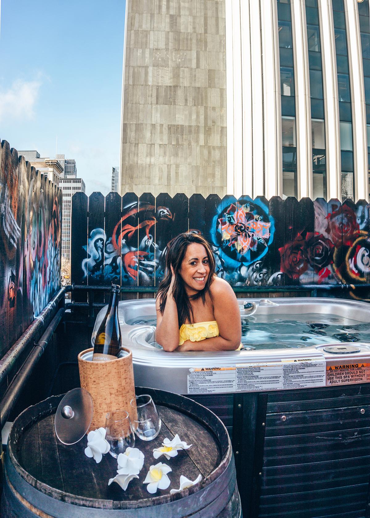 Hotel Vintage rooftop hot tub