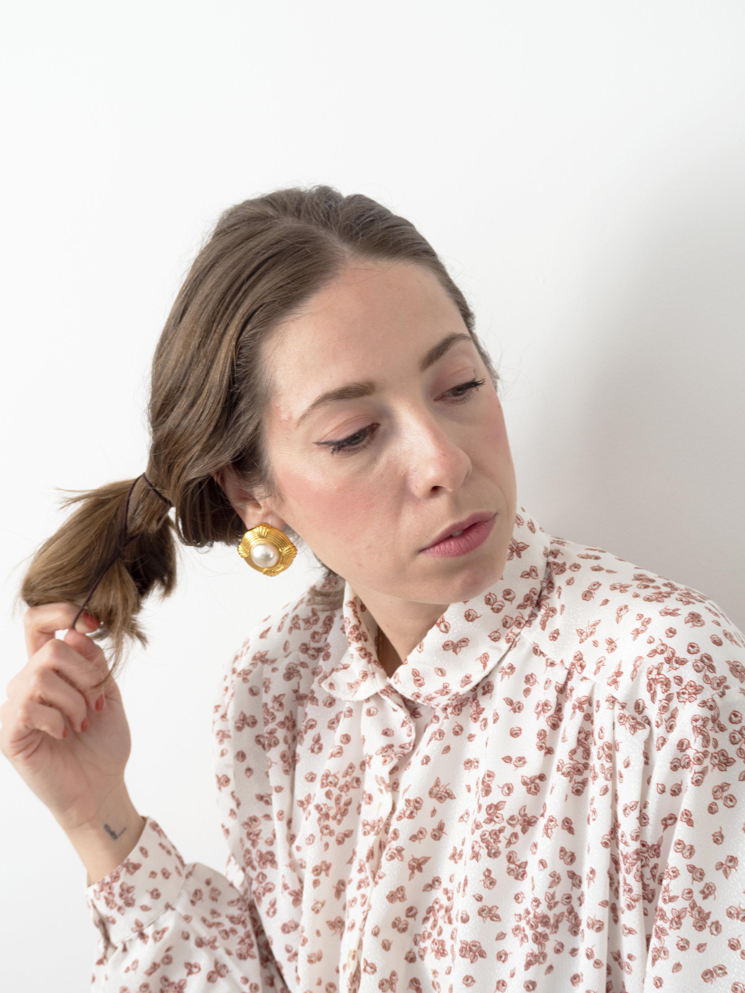 Flor de Lis. - Flor viste camisa y pendientes de Neko Vintage Clothes.