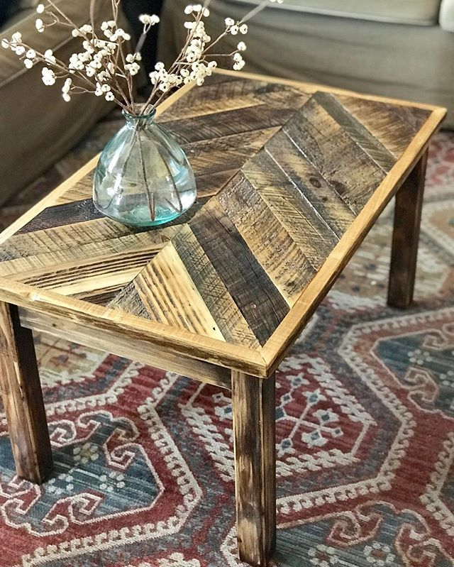 We finished this reclaimed wood coffee table yesterday 😍 I'm loving all the colors & textures in that wood!