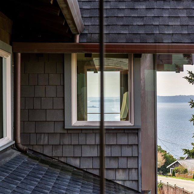 Our new West Seattle Custom listing was designed in 2007 by award-winning Bainbridge Island based architect Bernie Baker. The 2400 sq. ft. home is an open concept design, featuring abundant natural light and unexpected views of the Puget Sound. See #linkinbio for more.