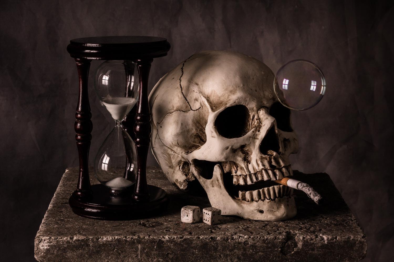 still-life_03_vanitas_smoking_hourglass.jpg