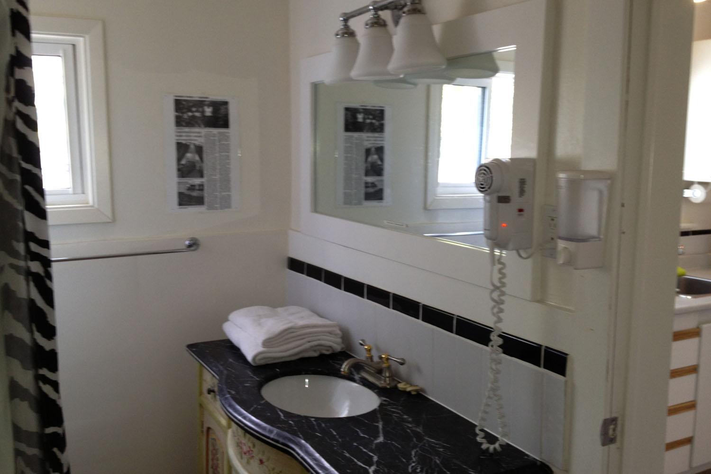 Oasis_Bathroom.jpg