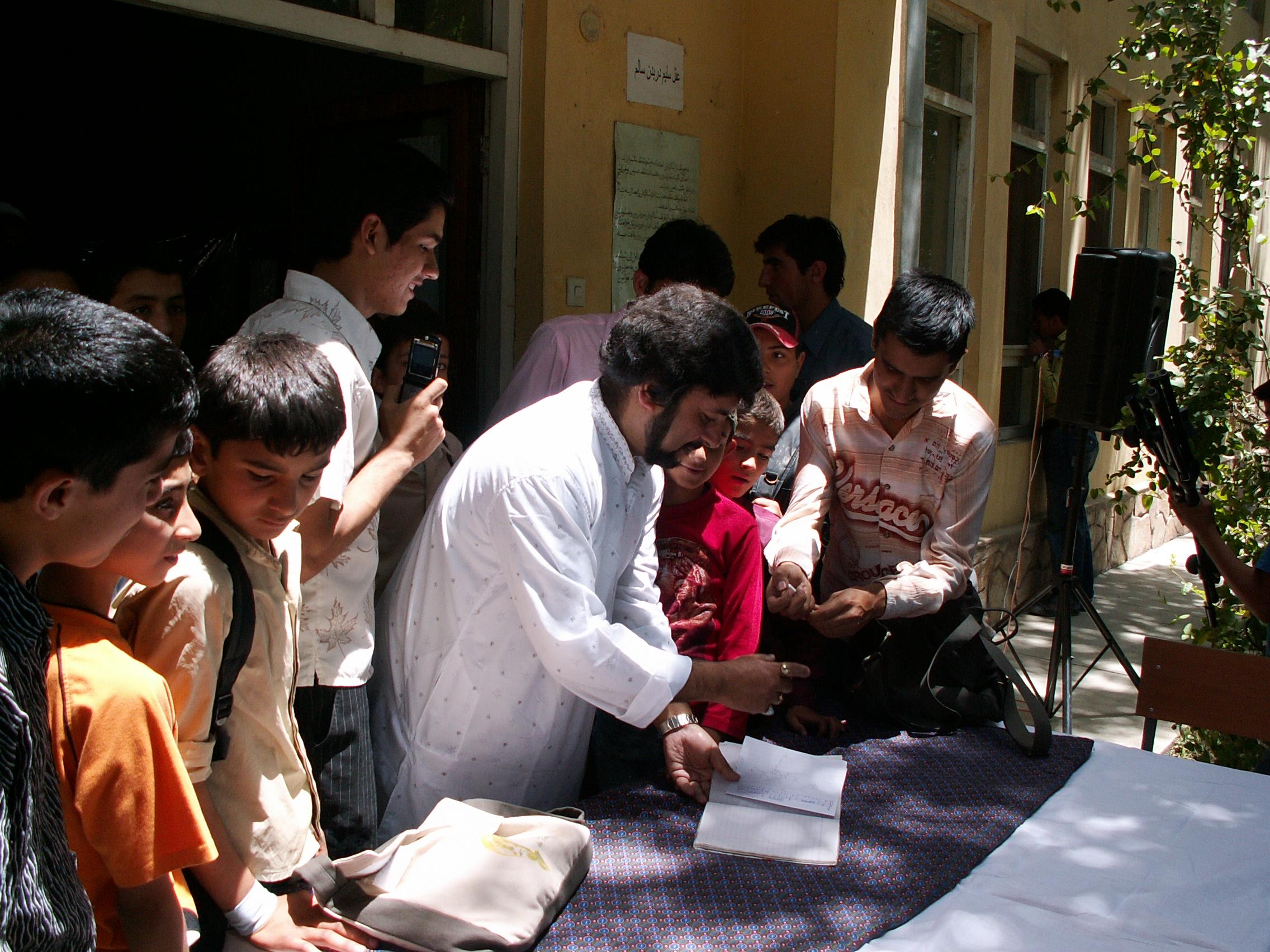 samir-chatterjee-signing-autographs-after-teaching-at-vsm_4208545714_o.jpg