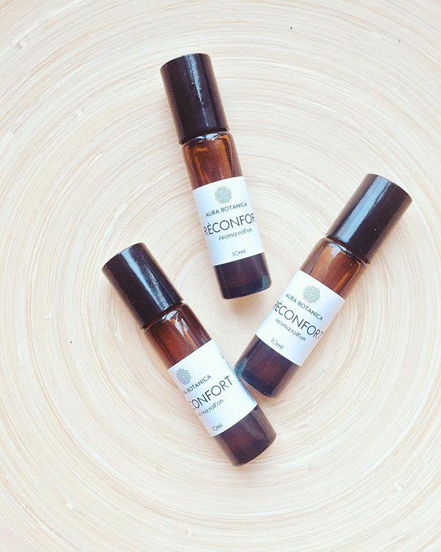"""Offrez-vous un rituel de réconfort et de lâcher-prise. Une invitation à prendre soin de soi. •✨""""RÉCONFORT""""  Aroma Roll'on •i n g r é d i e n t s •bergamote+géranium d'Egypte+orange douce+patchouli+ylang-ylang extra supp+huile végétale de jojoba"""