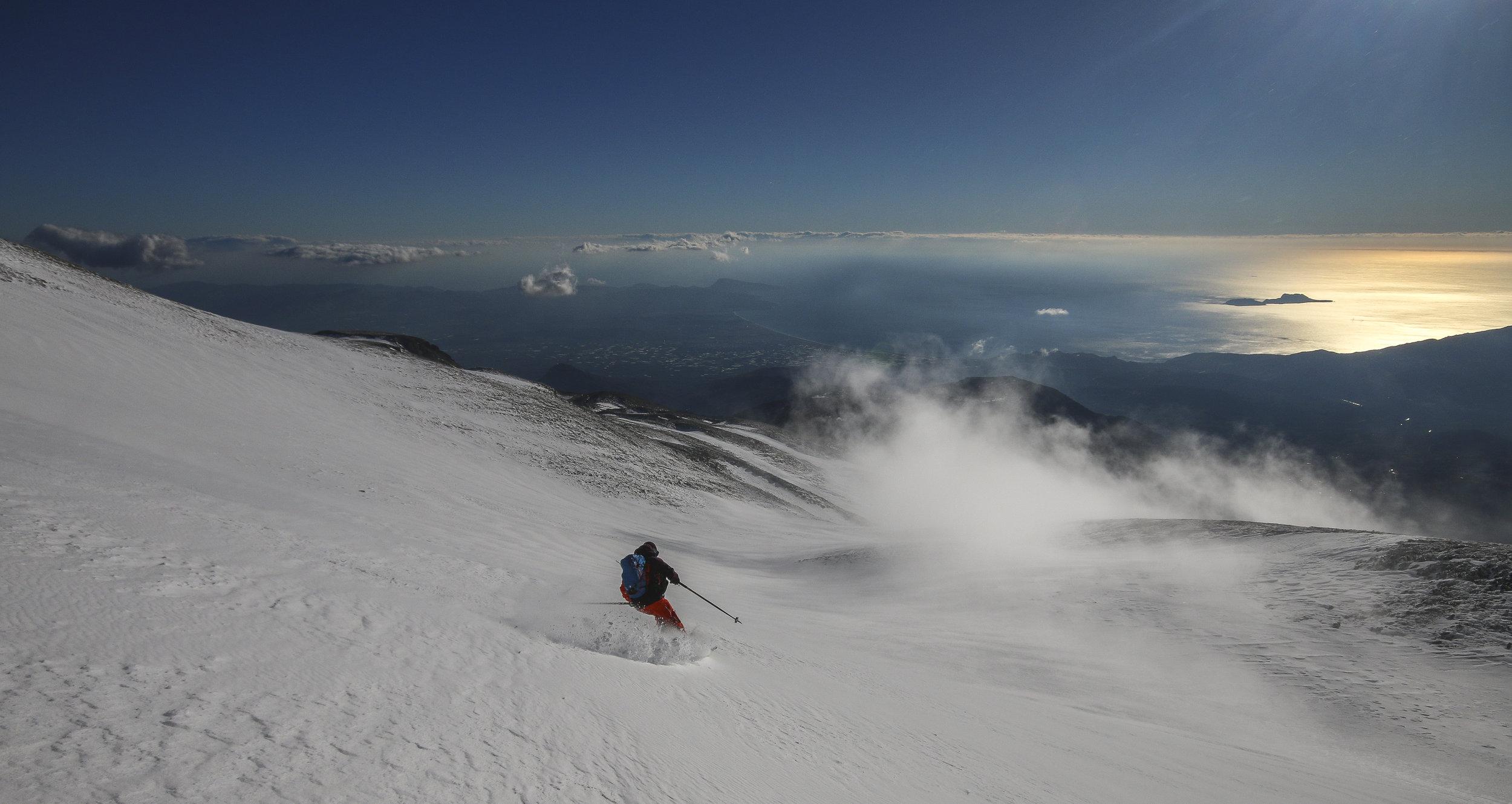 ski de rando au dessus de la mer