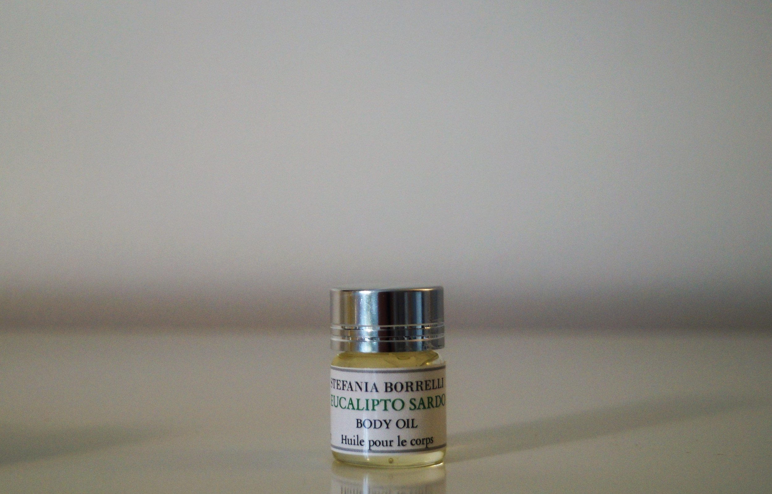 EUCALIPTO SARDO - Sardinina Eucalyptus  Aroma: Uplifting, refreshing, energizing, fresh, camphoraceous, sweet and slightly balsamic.