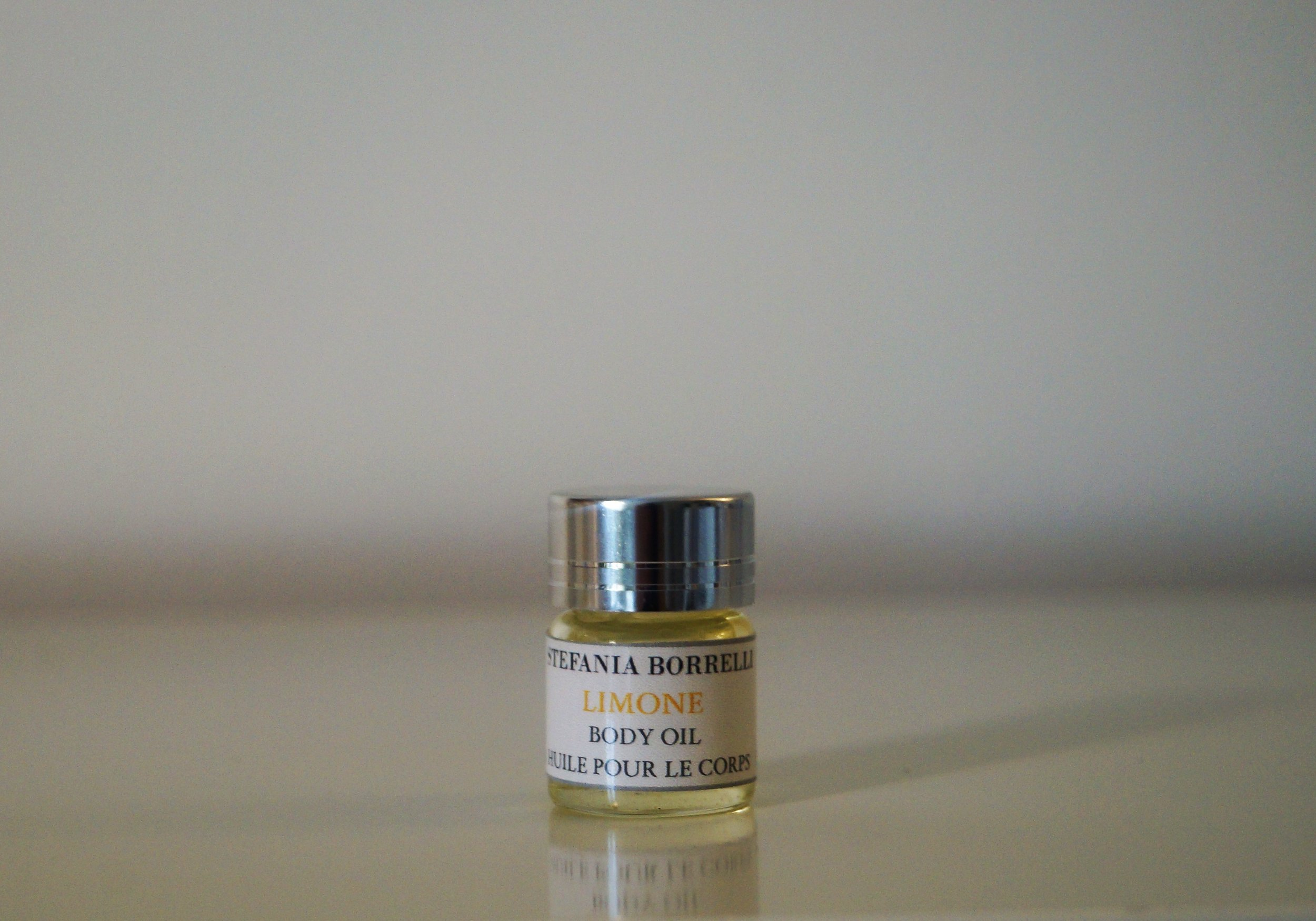 Limone -Lemon from Sicily  Aroma: Intense, lemon-fresh aroma with a zesty, tangy/tart top note.