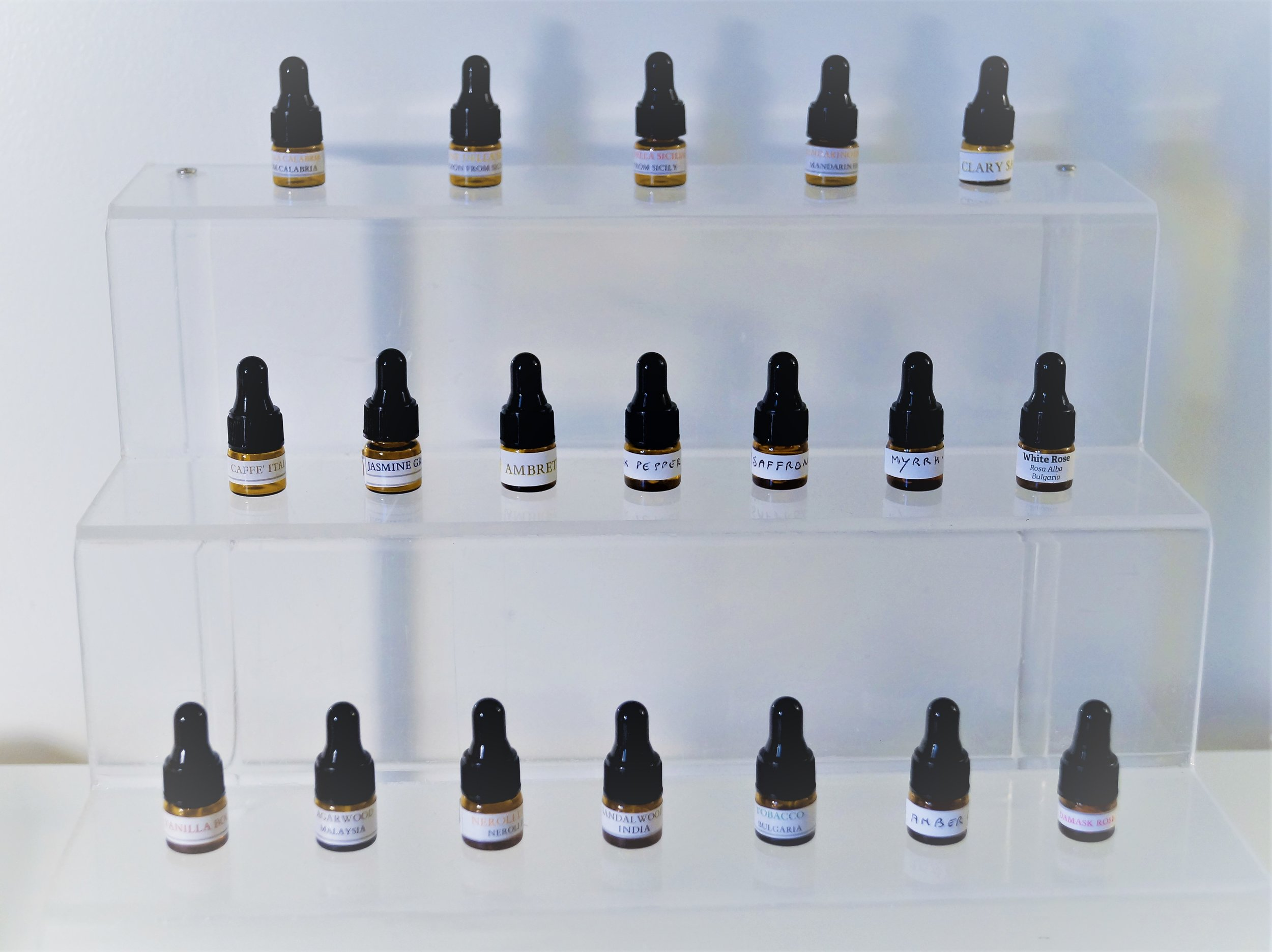 SELECTION OF ESSENTIAL OILS, ABSOLUTES AND RESINS. - The oils will be chosen among the olfactory group list (see below), depending on the availability .